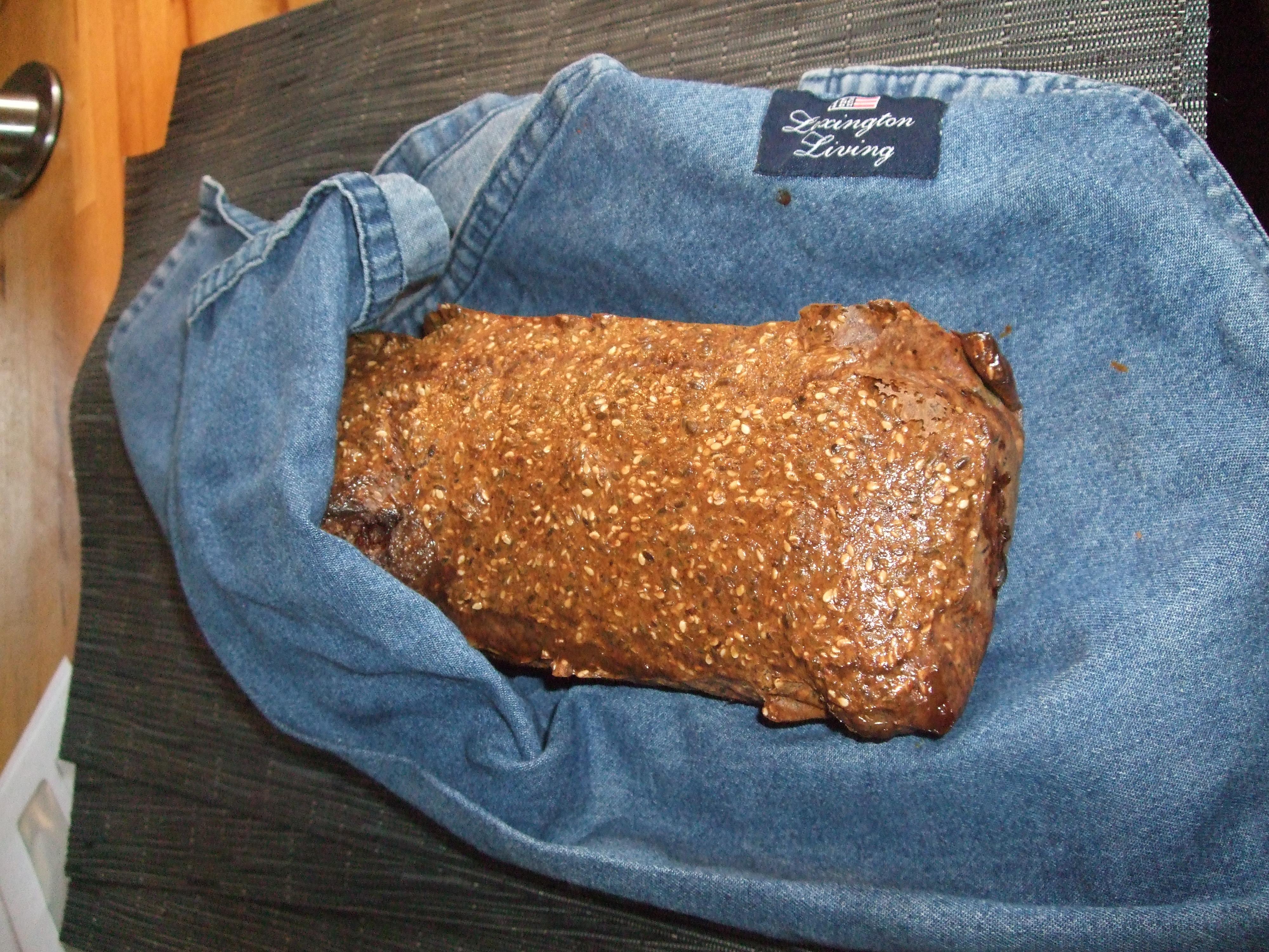 """Jeg baker dette """"brødet"""" av og til. Det inneholder svært lite karbohydrater (1-2 pr skive), smaker godt og er et supert alternativ når alle andre spiser skiver. Også godt til […]"""