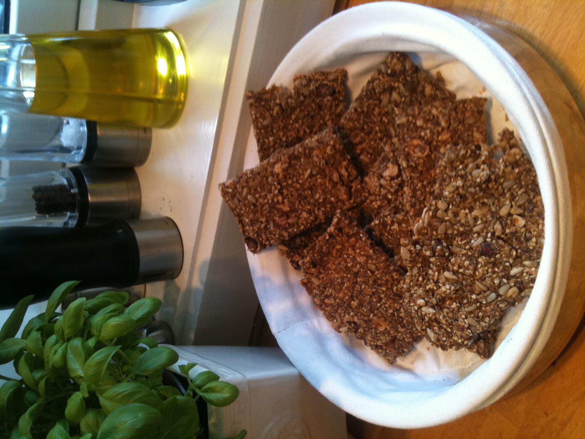 Sprø knekkebrød som inneholder nesten bare frø. Jeg liker å ha i nøtter, men de er gode uten også. Uten nøtter tror jeg hvert knekkebrød ha 1-2 karbohydrater. 2 dl […]