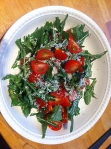 enkel salat med cherry-tomater og ruccola