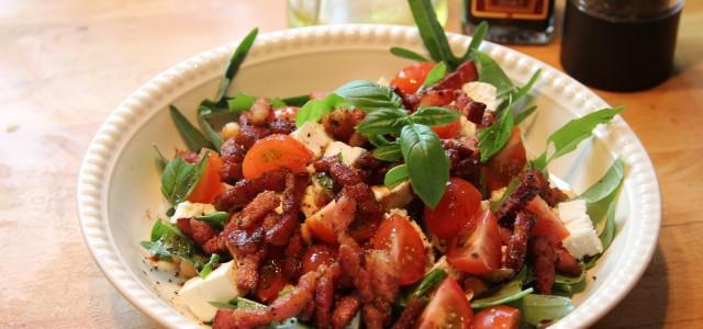 Hvis du er hjemme en formiddag og har lyst til å lage en supergod lavkarbo lunsj hvorfor ikke prøve denne salaten? Kikerter har ikke så mye smak i seg selv […]